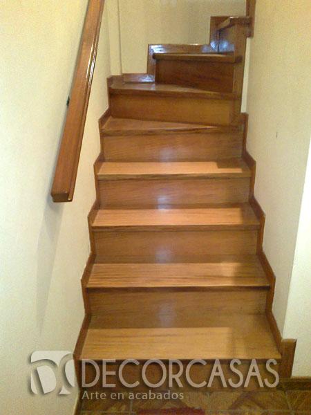 enchape de escalera con madera pumaquiro como vern por ser un lugar estrecho no lleva