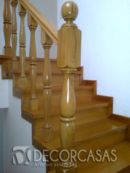 escalera con madera pumaquiro lleva pasos contrapasos zcalos balaustres orneados y pasamanos