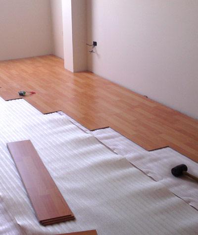 Como poner un suelo de madera forrar la escalera de madera with como poner un suelo de madera - Como poner suelo laminado ...