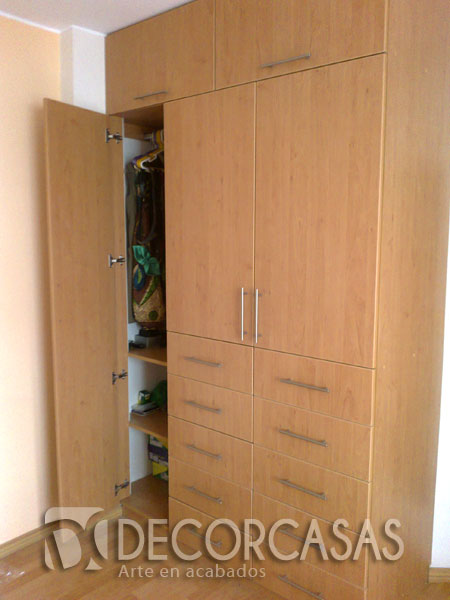 Muebles de dormitorio closet de melamine roperos de for Roperos para habitaciones pequenas