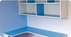 mdulos para habitacin de nios comprende un escritorio con cajones y un librero alto
