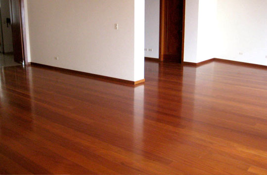 Parqueton parquet n per pisos de parqueton pisos de for Zocalos de madera para pisos